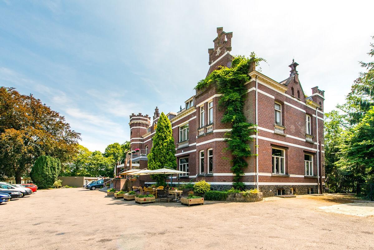 Helpenden en verzorgende Jachtslot Hof van Schondeln